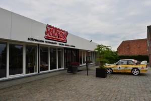 Bedrijfspand met -hoetoevallig- een Audi Quattro voor de deur